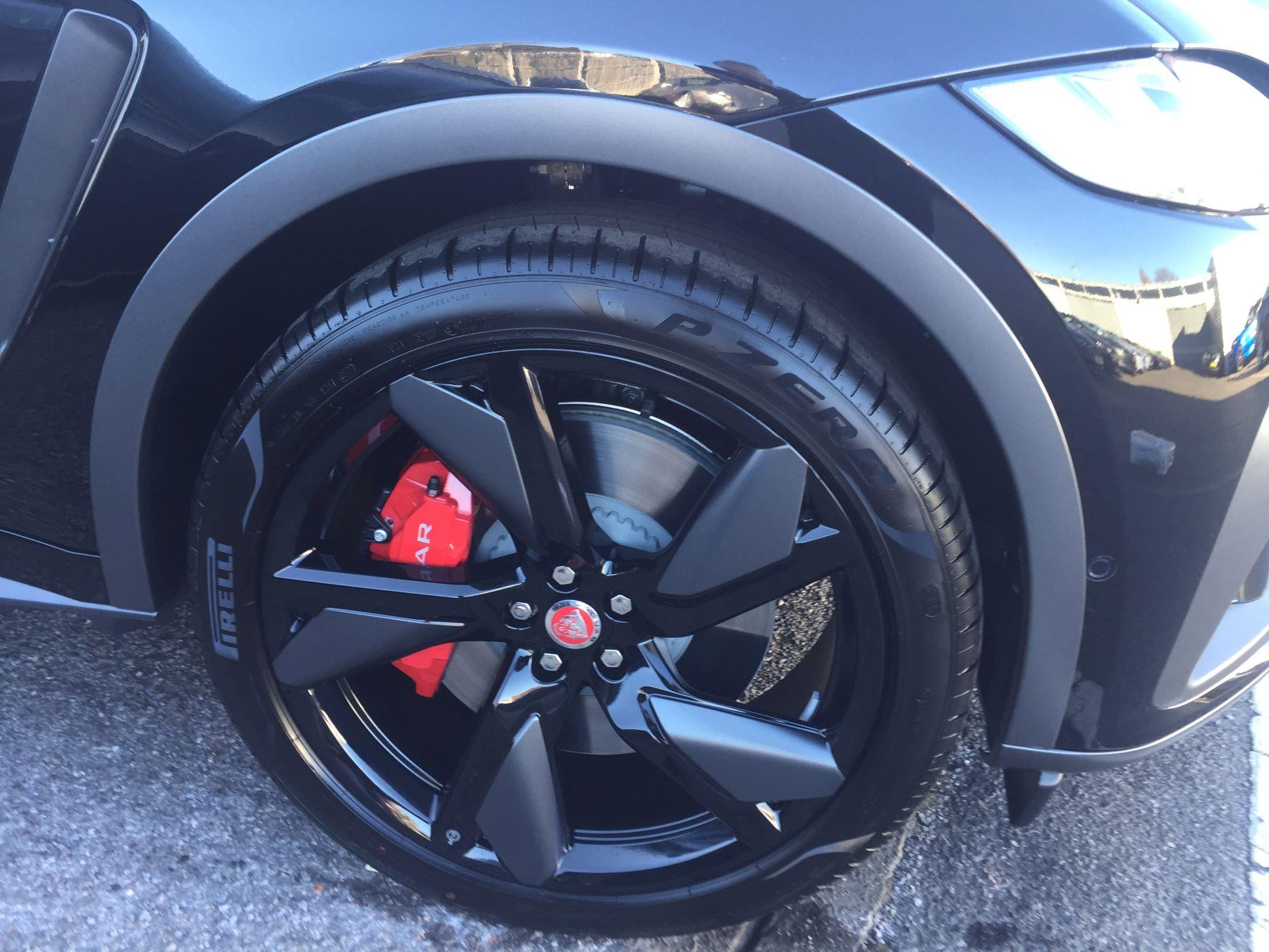 Jaguar F-PACE 5.0 Supercharged V8 SVR AWD image 4